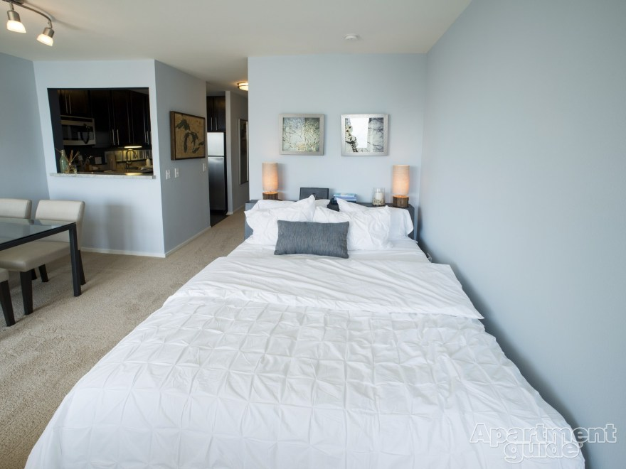 IL-Chicago-Cityfront-Place-bed-studio.jpg